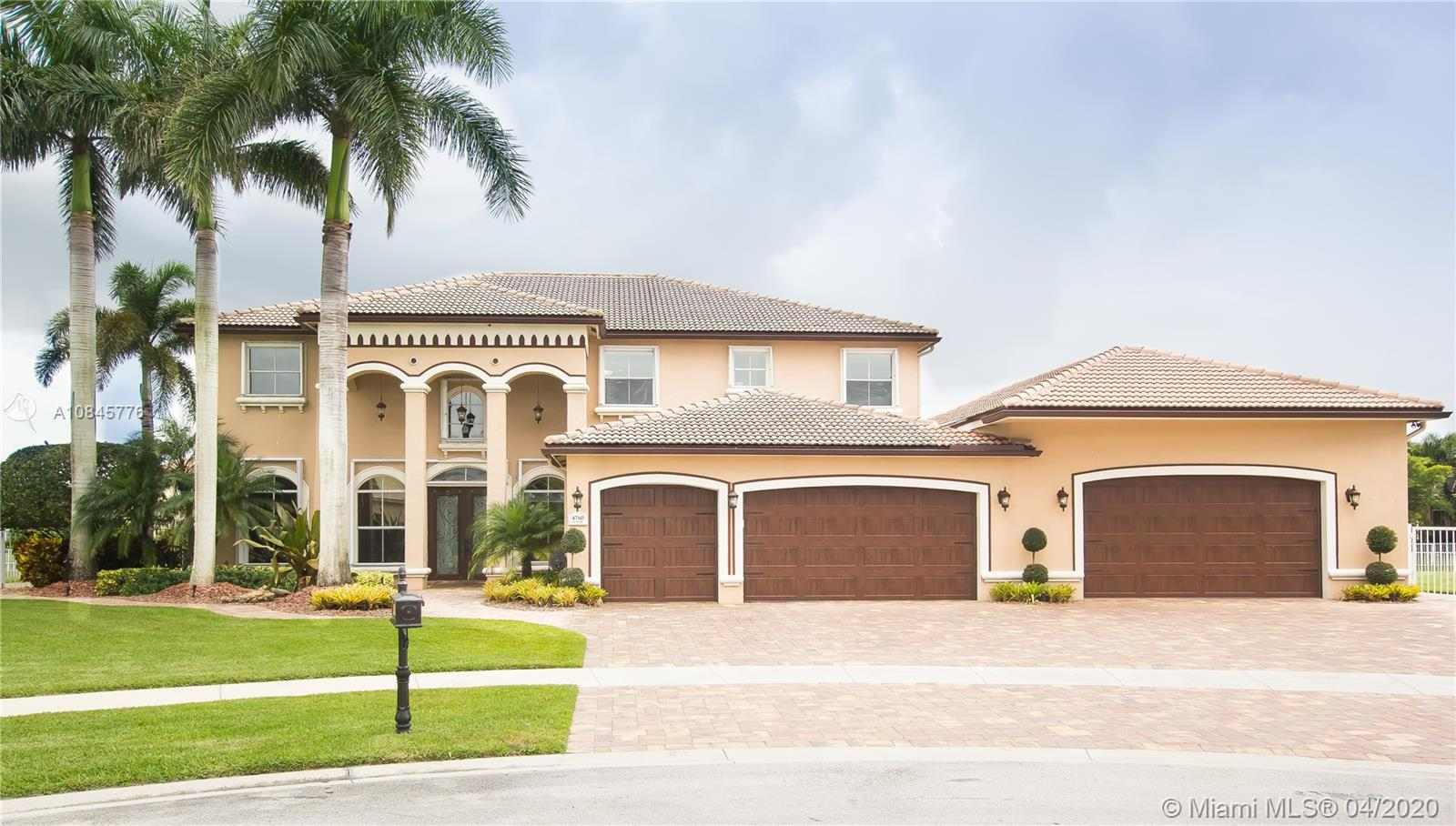 4760  Sunkist Way  For Sale A10845776, FL