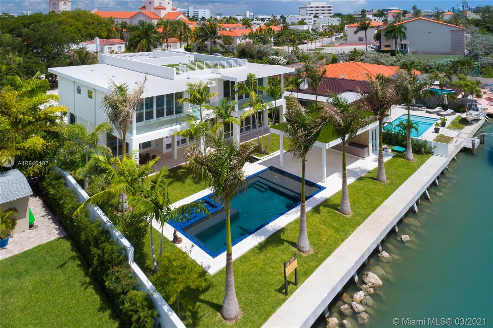 3465 N Meridian Ave  For Sale A10846187, FL