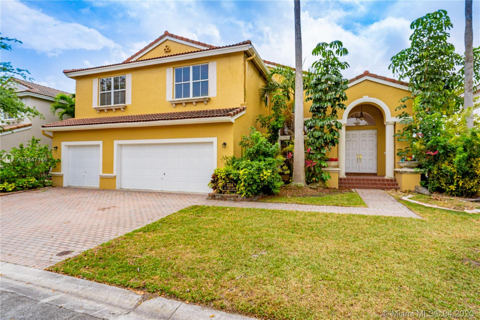3214 SW 53rd Ct  For Sale A10847146, FL