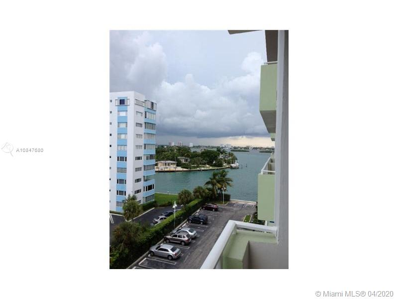 Gorgeous 1 bedroom + den & 1 bathroom unit, marble and wood floors throughout, open kitchen with stainless steel appliances, large living areas, water view from balcony and more. Great amenities featuring a gym, 24-hour security, and concierge, billiards, club room, bayfront pool area with dock available and more. Ready to move in. It won't last!