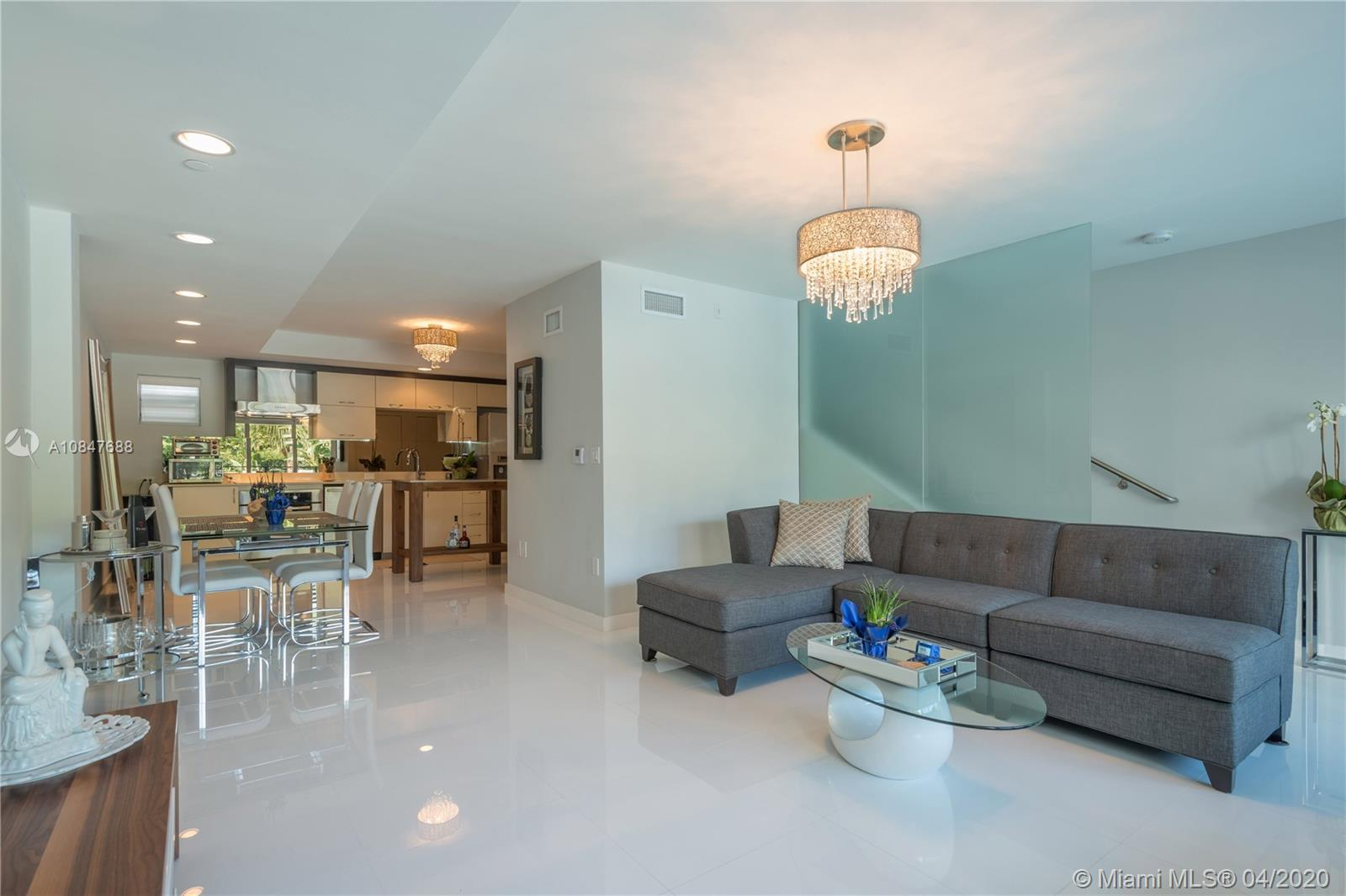 2135  Washington Ct #TH-6 For Sale A10847688, FL