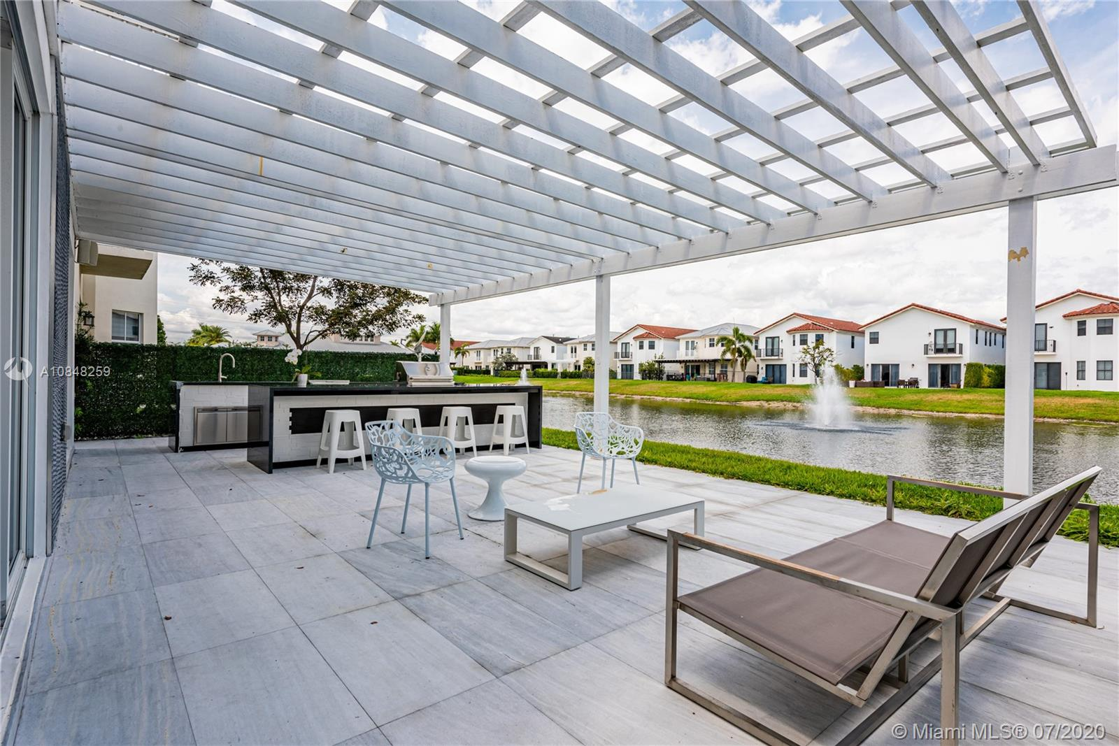 10485 NW 69th Ter  For Sale A10848259, FL