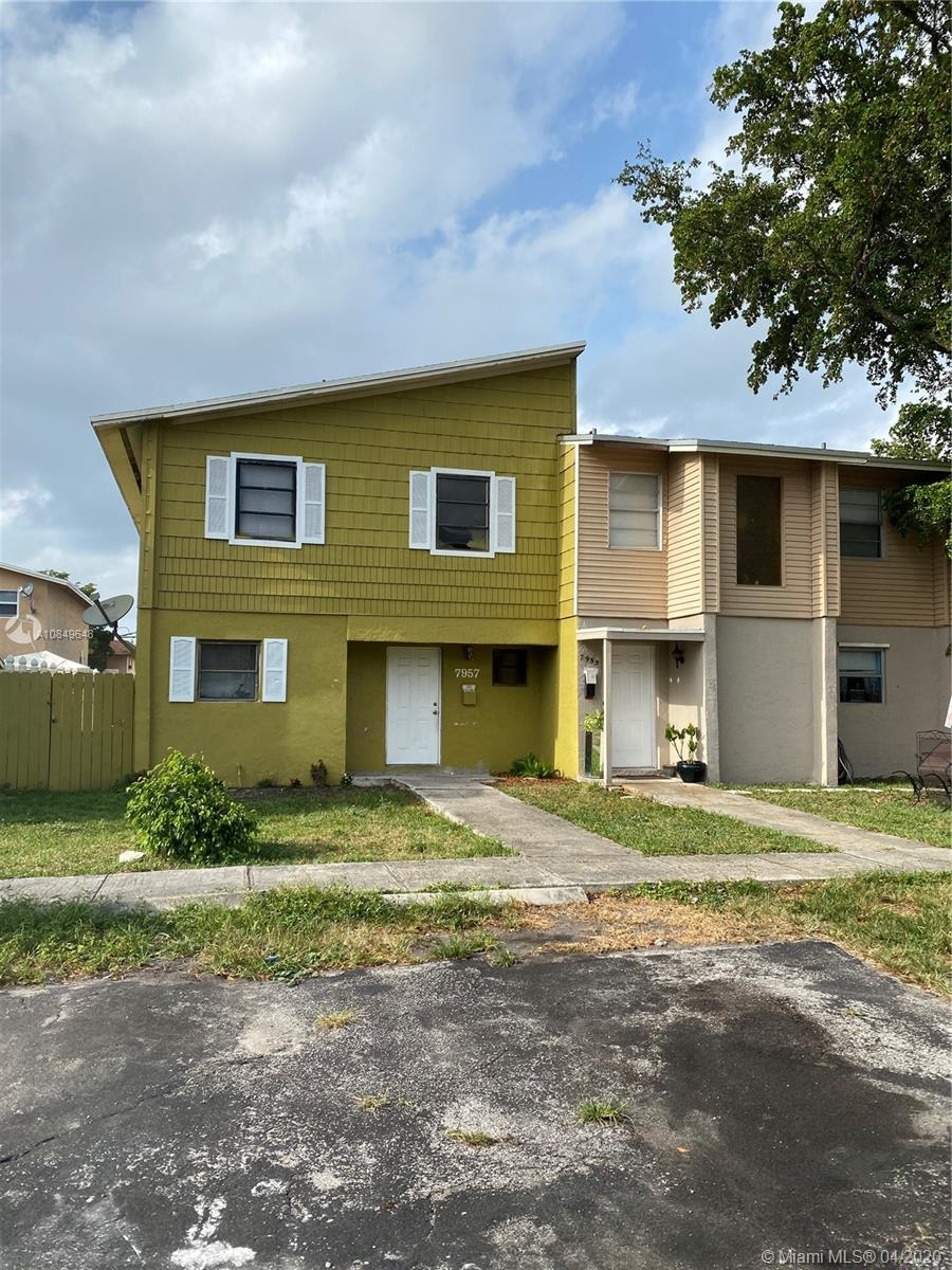 Beautiful Townhouse in the heart of North Lauderdale.Unit just freshly painted,new appliances,newer a/c .Perfect investment or home for a first home buyer.4bedrooms,2,5 bathrooms.washer and dryer in unitSection 8 approved - can be rented on $2100 .