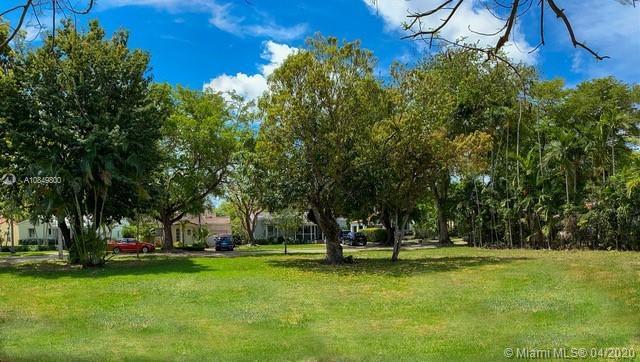631  Zamora Ave  For Sale A10849800, FL