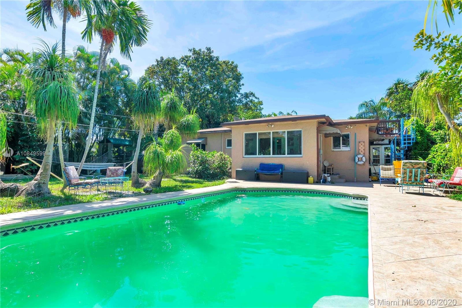 2637  Cleveland St  For Sale A10849599, FL