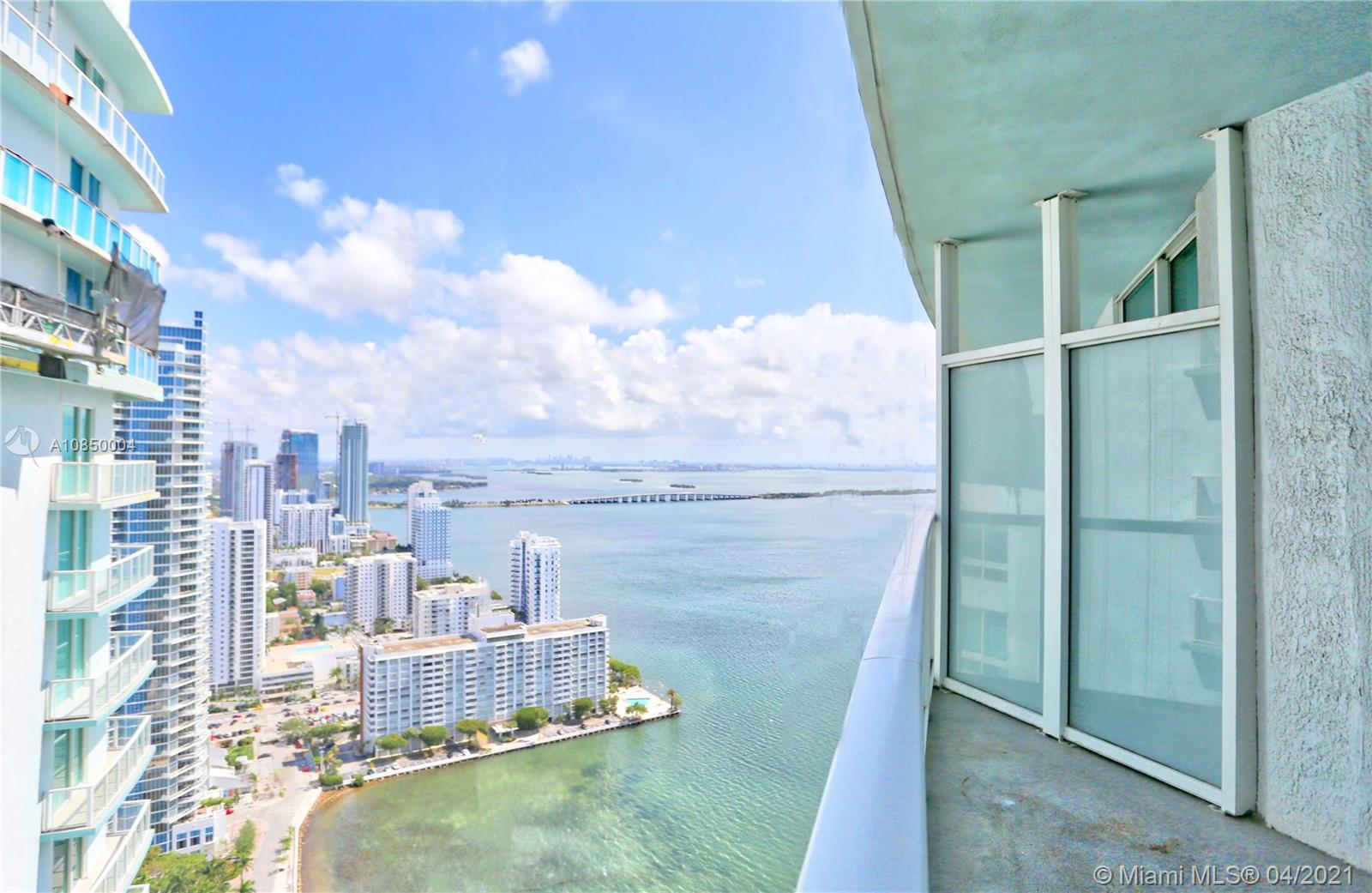 Amazing Bay view in this 1 bedroom /1 bath unit at Quantum on the Bay. European kitchen cabinets, Whirlpool appliances, granite counter tops, large balcony, cable TV, 2 pools, gym, spa, sauna, lounge room with pool tables, multiple party rooms, business center, concierge, valet parking and 24 hrs security.