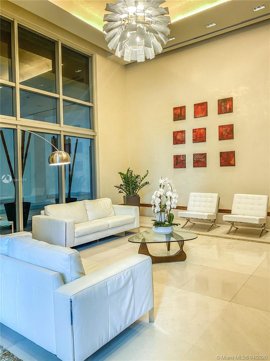 Lovely bright 01 bed | 01 Bath condo at 1060 Brickell, 05 star amenities, located at the heart of Miami, walk distance to banks, restaurants, Brickell City Center and etc. Easy to Show.