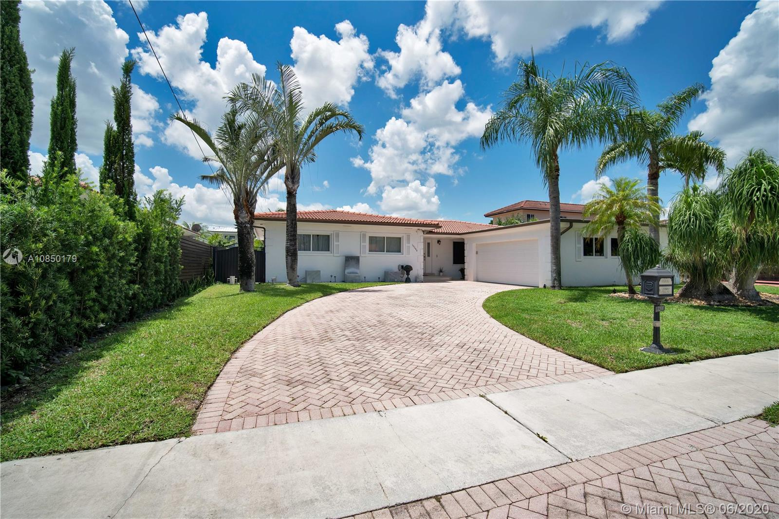 13200  Ortega Ln  For Sale A10850179, FL