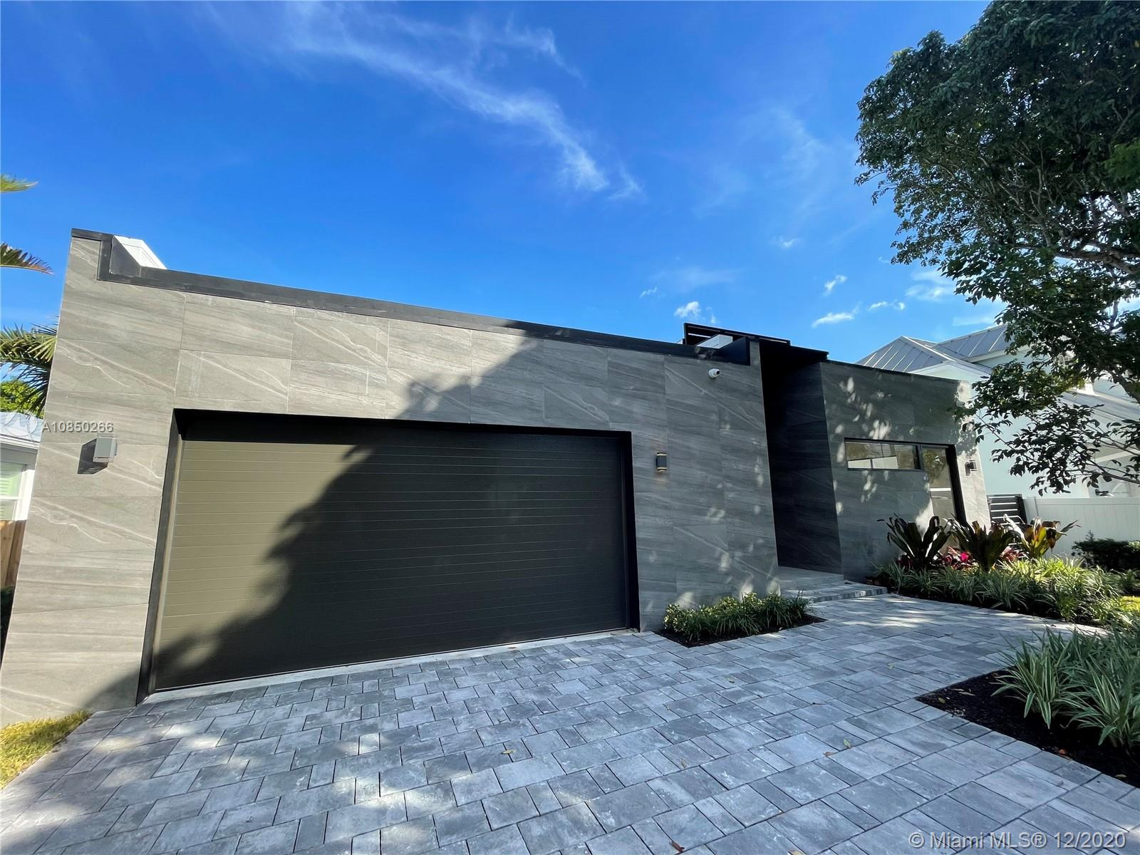 (Pictures posted are from the same model home built by the same builder in a different city)Spectacular Modern home, 3 Bedroom (+ Office) 3 Bathroom, high ceilings stainless steel appliances, large sized pool located conveniently ten minutes from beach, ten minutes from airport, Lot area 8100 S.FInterior S.F total 3723