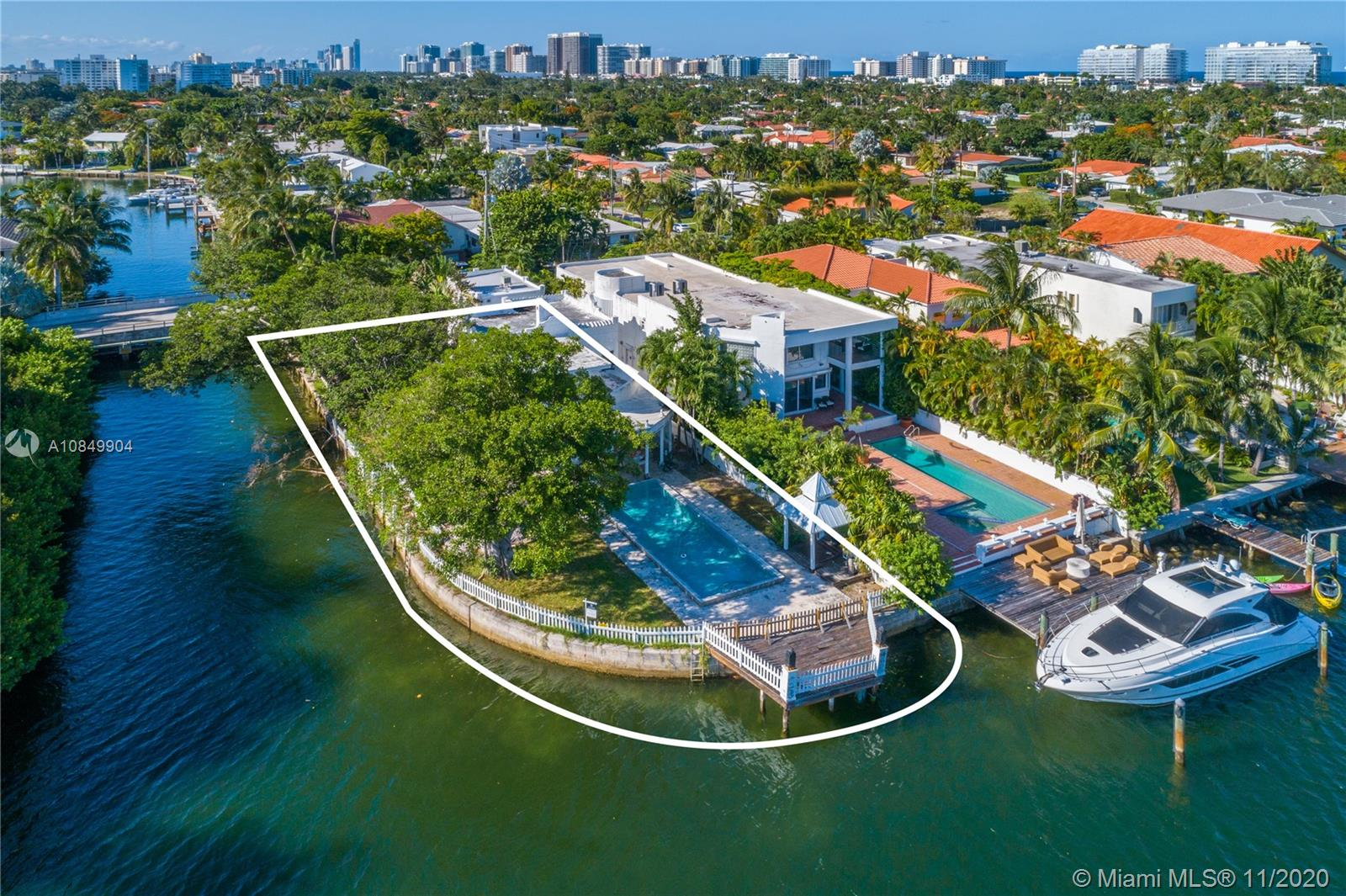 1116  88th St  For Sale A10849904, FL