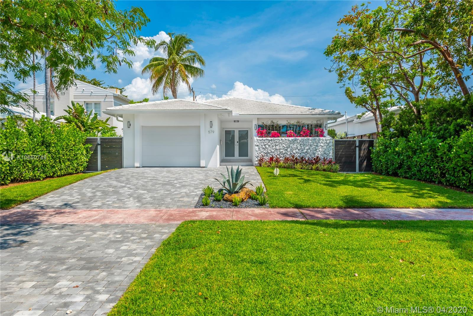 579  Lakeview Dr  For Sale A10850748, FL