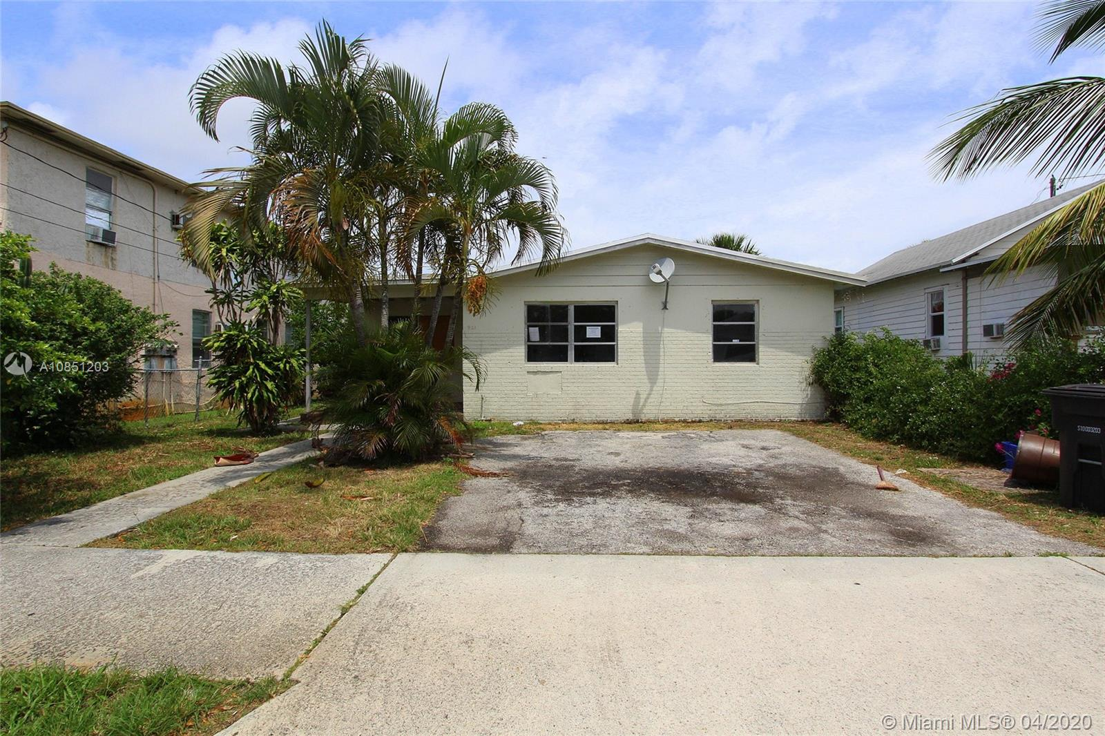 921  8th St  For Sale A10851203, FL