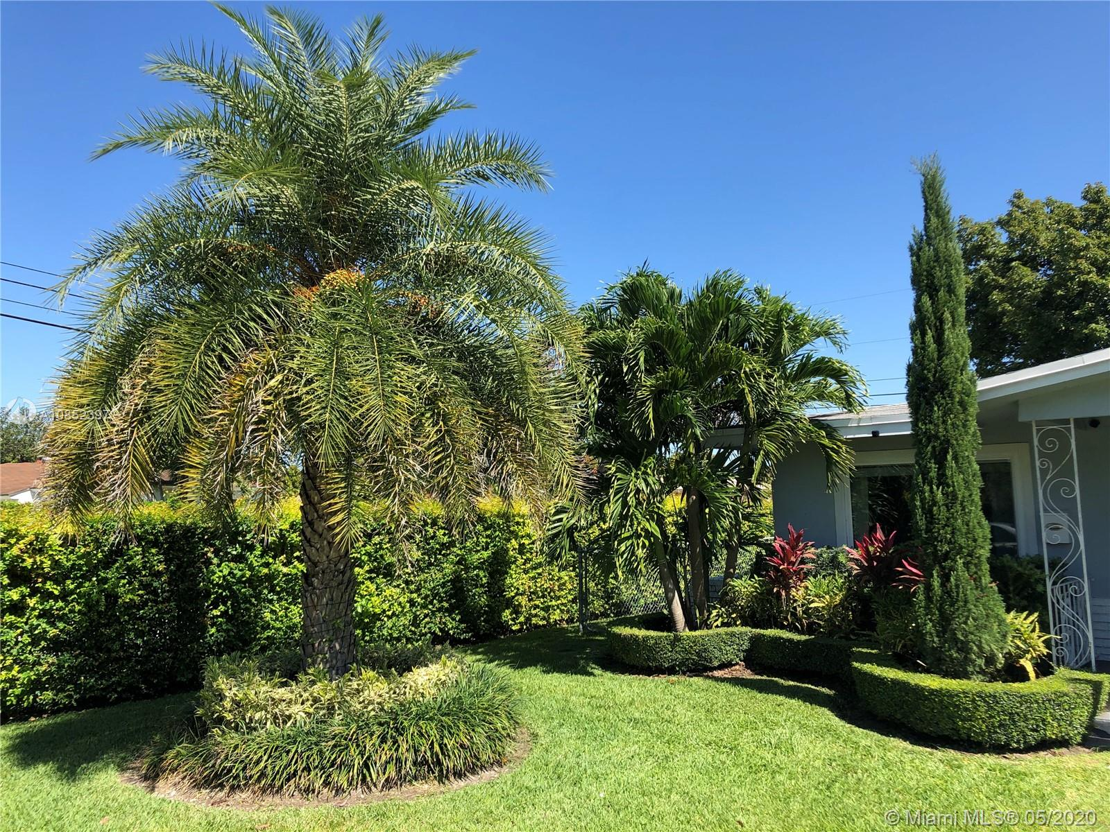 6795 SW 52nd Street  For Sale A10852397, FL