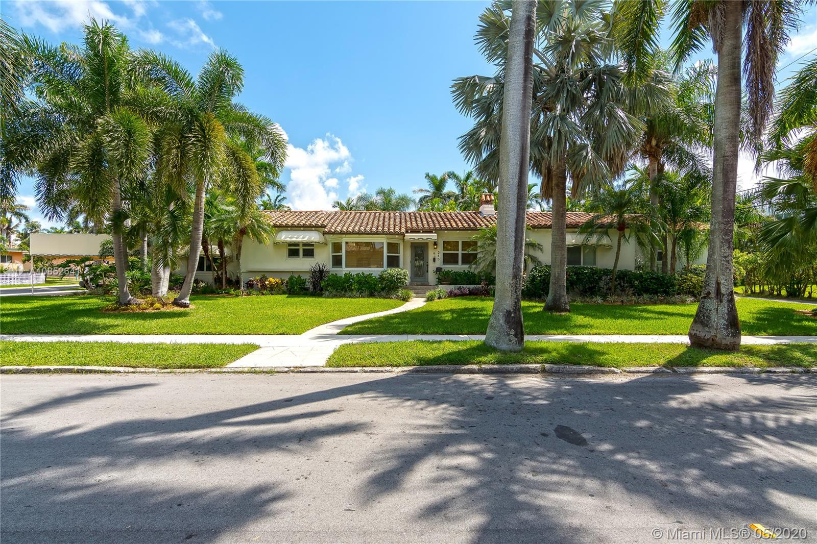 215 N 10th Ave  For Sale A10852641, FL