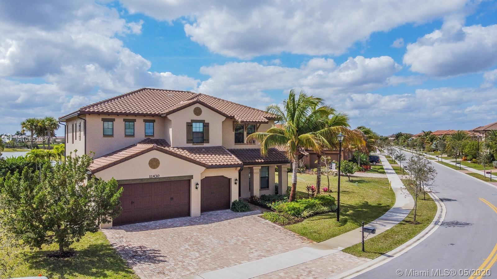 BREATHTAKING MASTERPIECE! WITH 5 BEDROOMS AND 5.5 BATHROOMS WITH AN INCREDIBLE LAKE VIEW. LOCATED IN A QUIET SECTION OF HERON BAY, IN A LARGE LOT WITH MORE THAN 15,000 SQFT. 