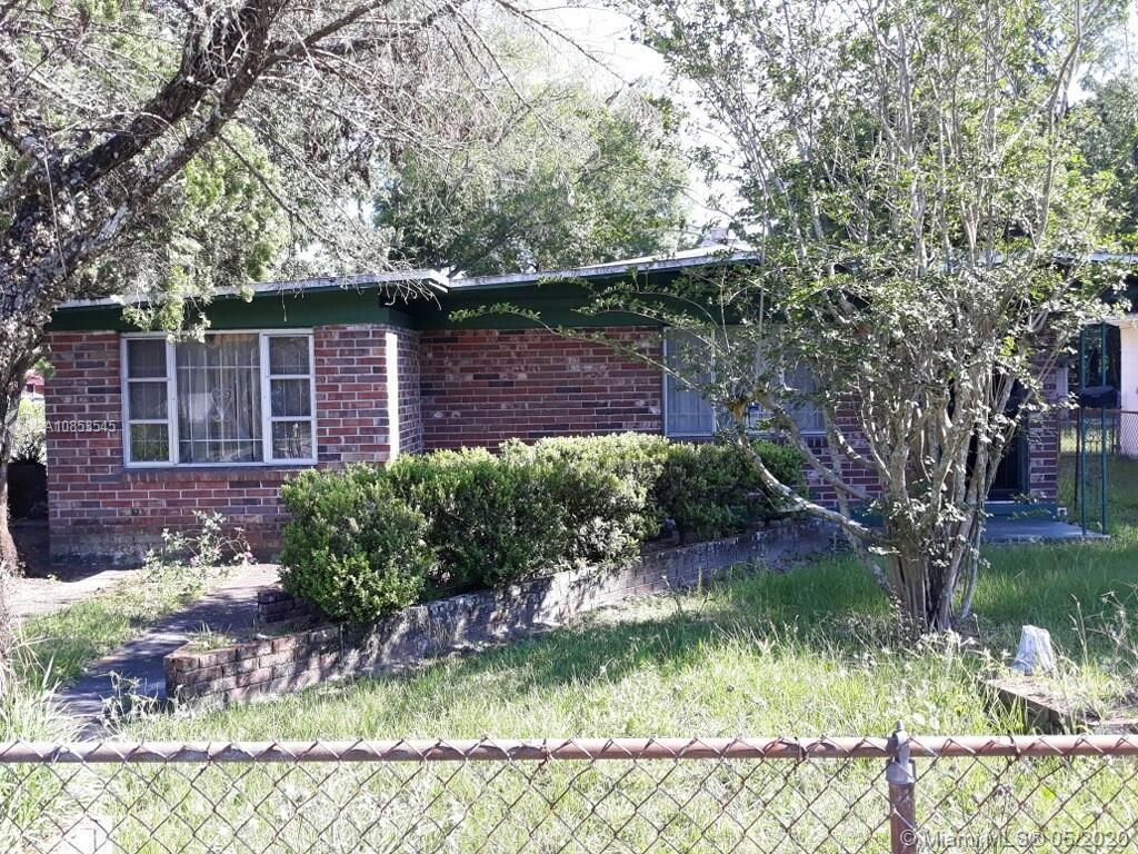 2440 W 25 Street  For Sale A10853545, FL
