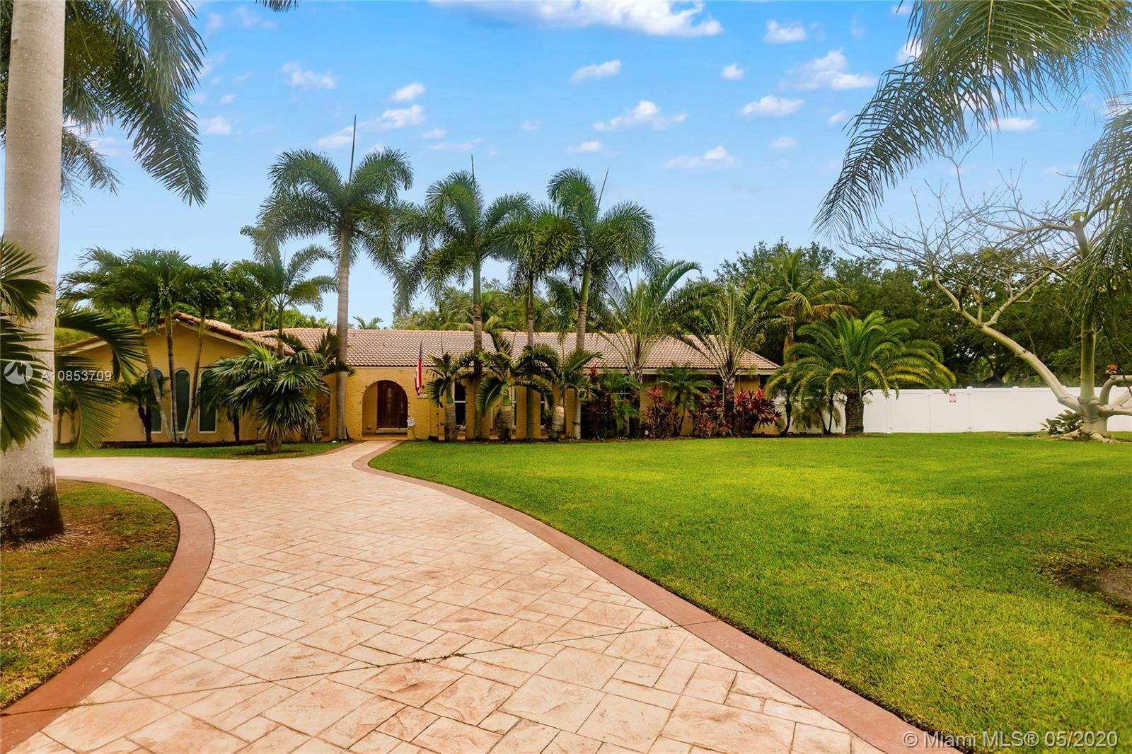 7211 SW 146th Ter  For Sale A10853709, FL