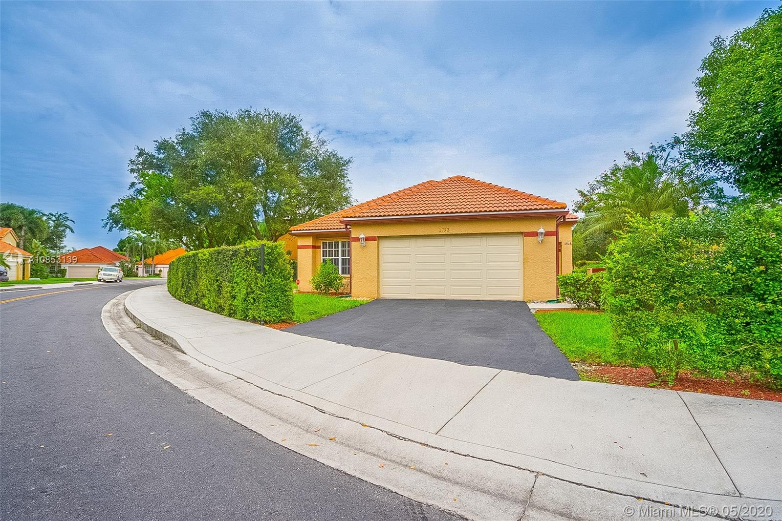 2792  Oakview Way  For Sale A10853139, FL