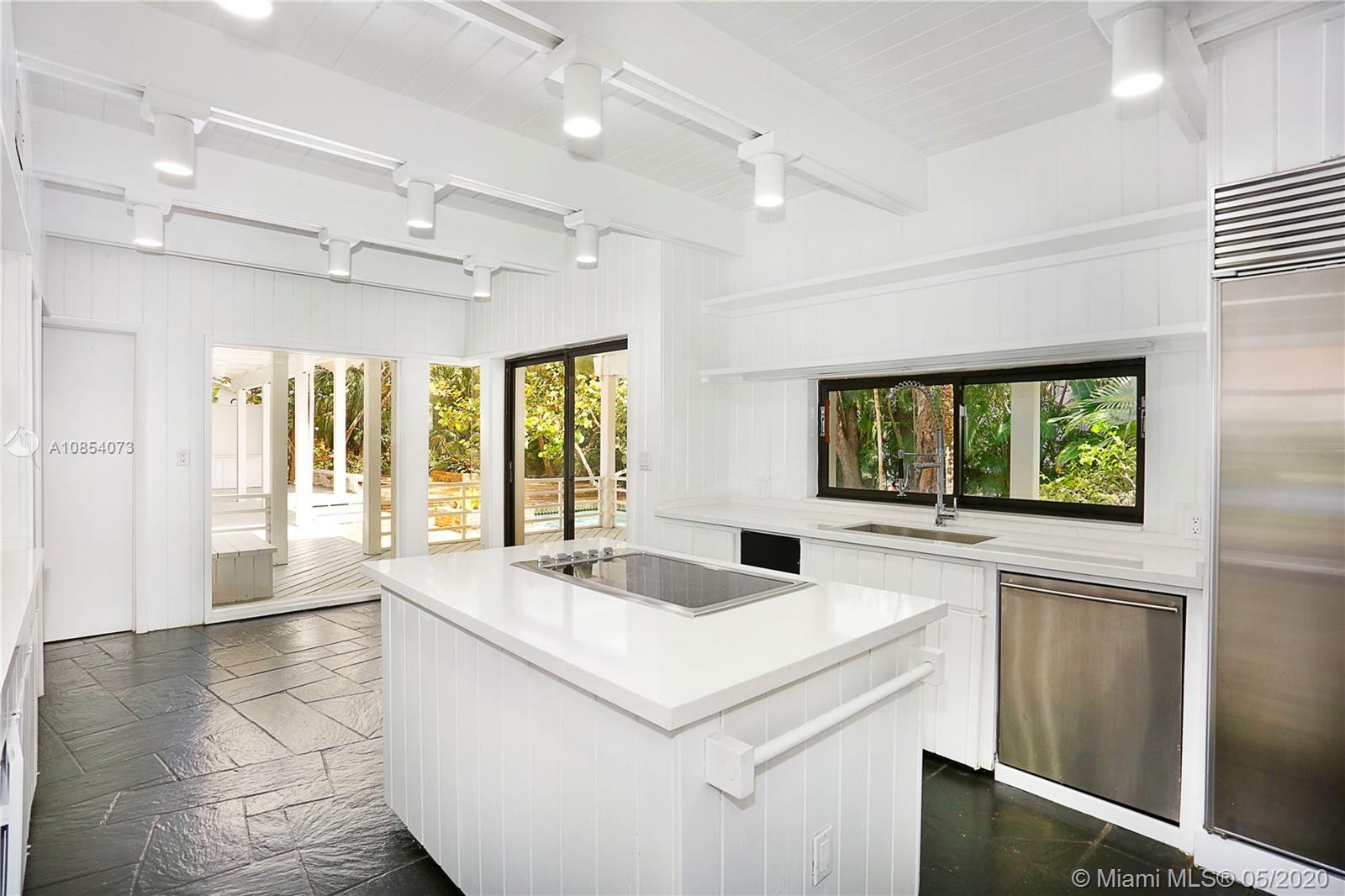 5600  Oakwood Lane  For Sale A10854073, FL