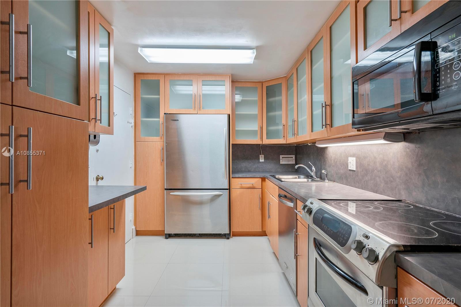 Nice and spacious Two bedroom and two bathroom corner unit. Located at the beautiful Bay harbor Island. Walking distances to an A+ elementary and middle school. Close to the beaches, restaurnats and shops. Big balcony, tiles floors, nice kitchen with steinless steel appliances. Buidling offers, gym, pool and billiard room. Unit can be rent it after two years.