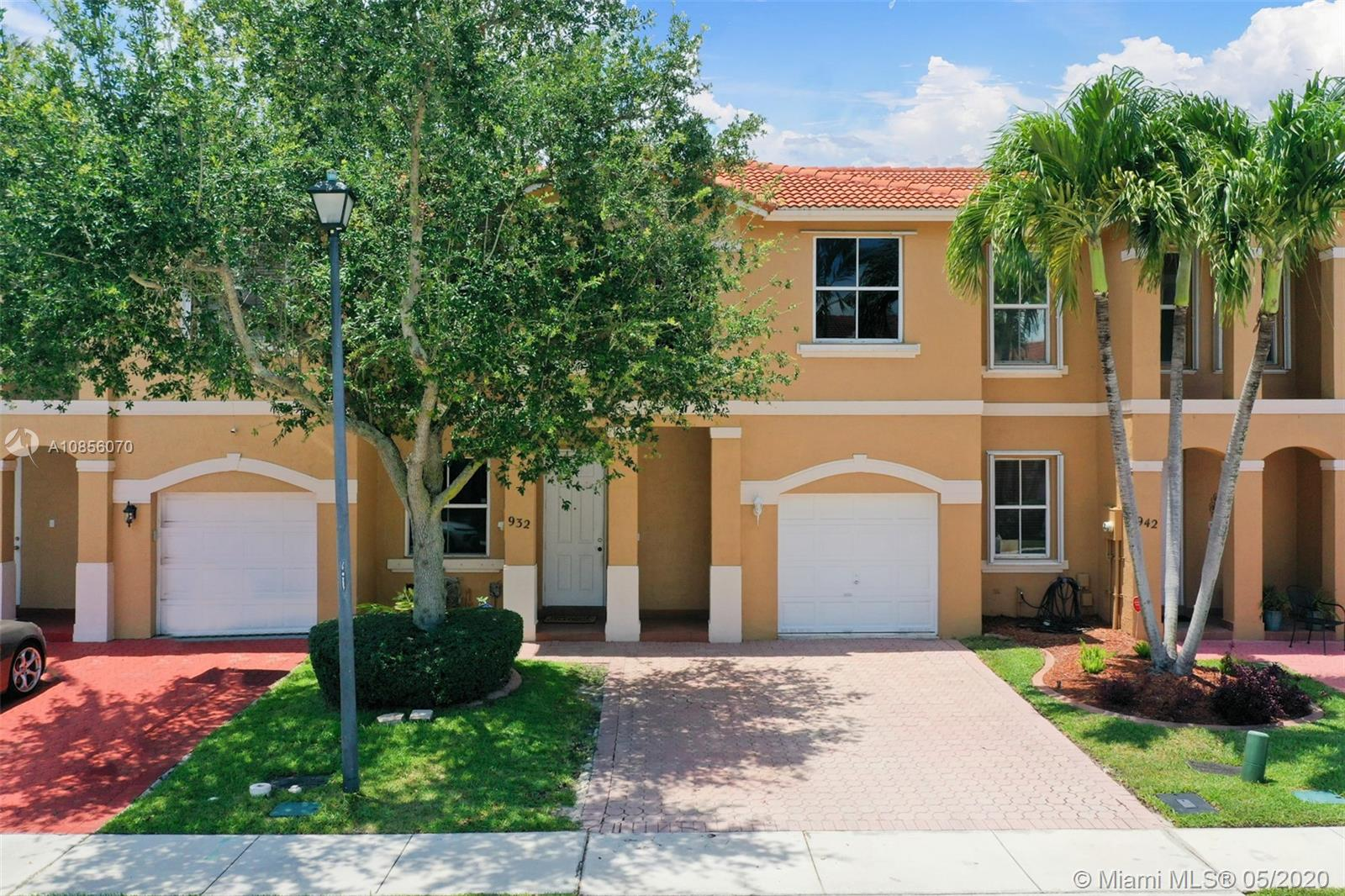 A perfect home for the first time homebuyer! Start your family in this cozy 3/2.5 in the heart of Pembroke Pines. A+ Conveniently located townhouse in the ever-popular community of Antigua. Spacious rooms, separate living room and family room, walk-in closets, and large master bathroom. Minutes away from Pembroke Gardens, Memorial Hospital, I-75, and schools. Don't regret losing the opportunity to making this your new home!