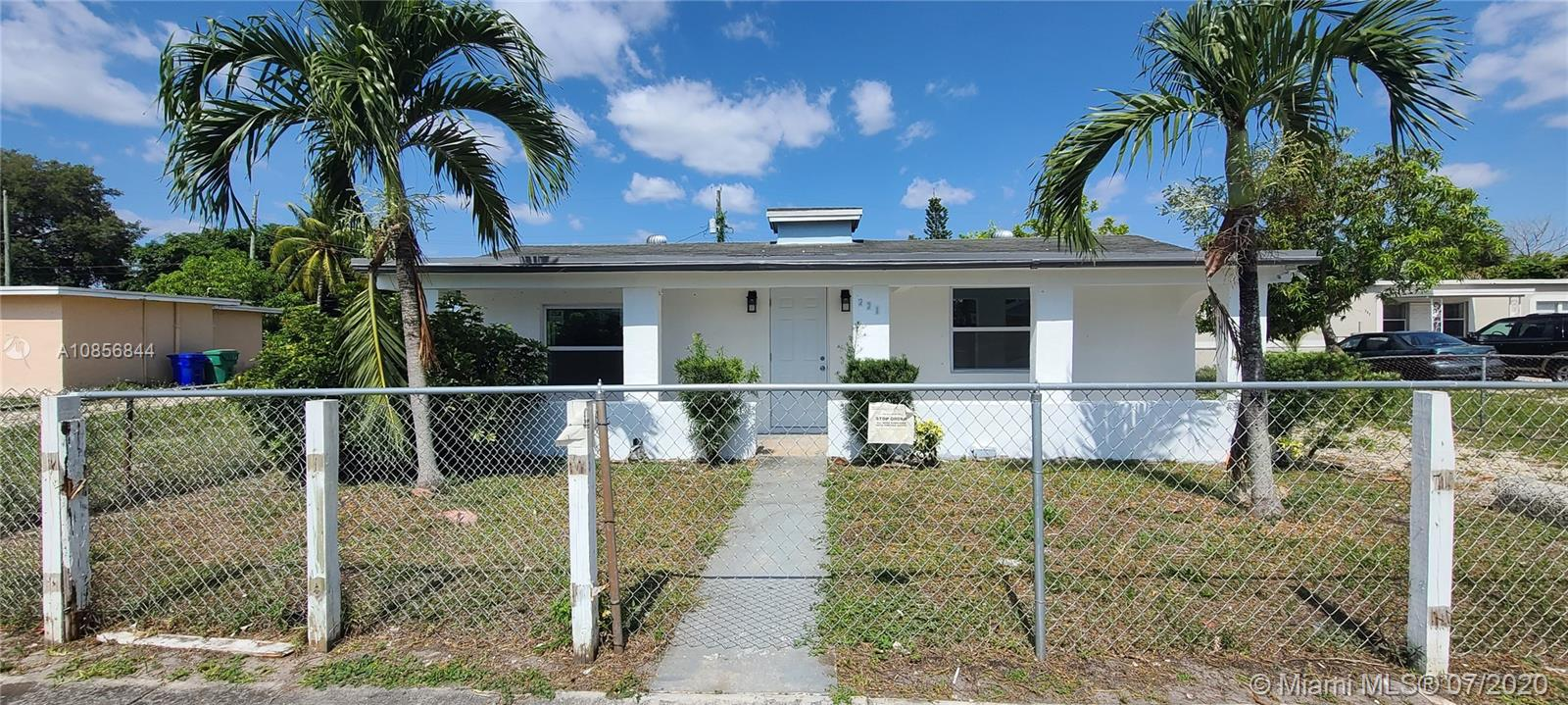 221 NW 28th Way  For Sale A10856844, FL