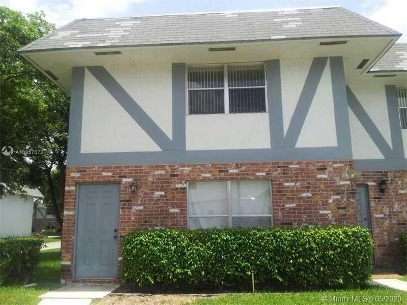BEAUTIFUL 2/2 TOWNHOUSE FOR INVESTORS. TENANT HAS BEEN LIVING ON PREMISES 4 YEARS. RENT IS CURRENTLY $1,300. PLEASE DO NOT DISTRUB TENANT