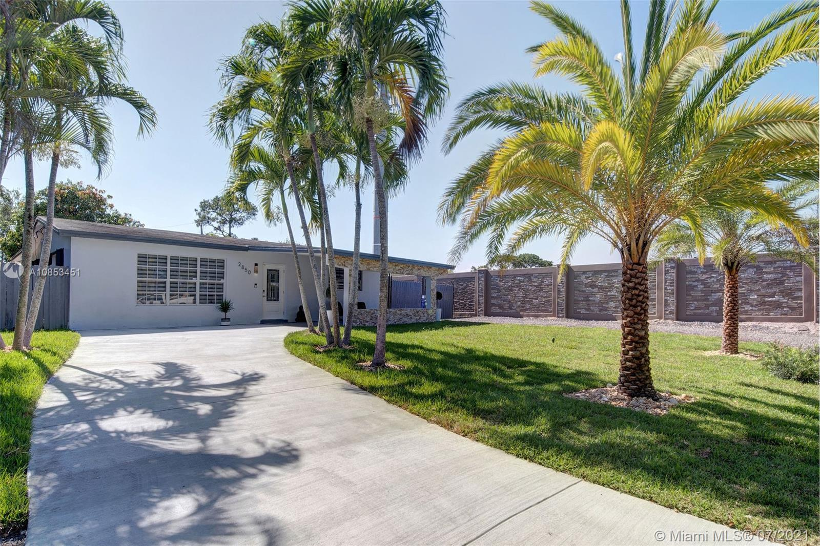 2850 N 62nd Ave  For Sale A10853451, FL
