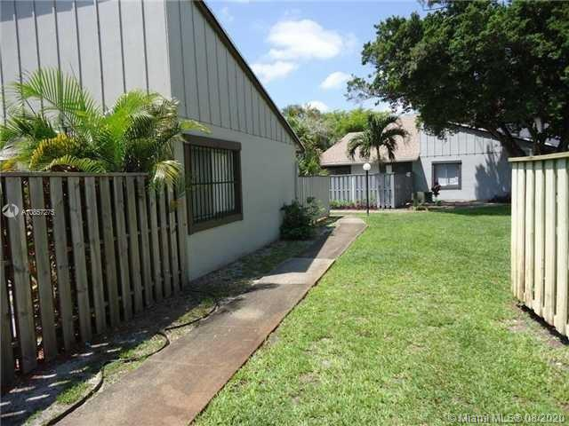 BEAUTIFUL 2/2 TOWNHOUSE WITH FENCED IN PATIO UPGRADED KITCHEN. TENANT OCCUPIED, GREAT FOR INVESTORS. TENANT NEED 30 DAYS NOTICE TO MOVE, BUT WILLING TO STAY. RENT IS $1,300.PLEASE DO NOT DISTRUB TENANT.