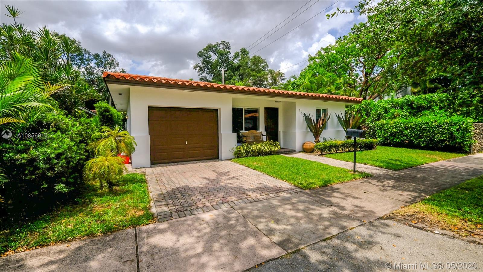 1525  Venetia Ave  For Sale A10856913, FL