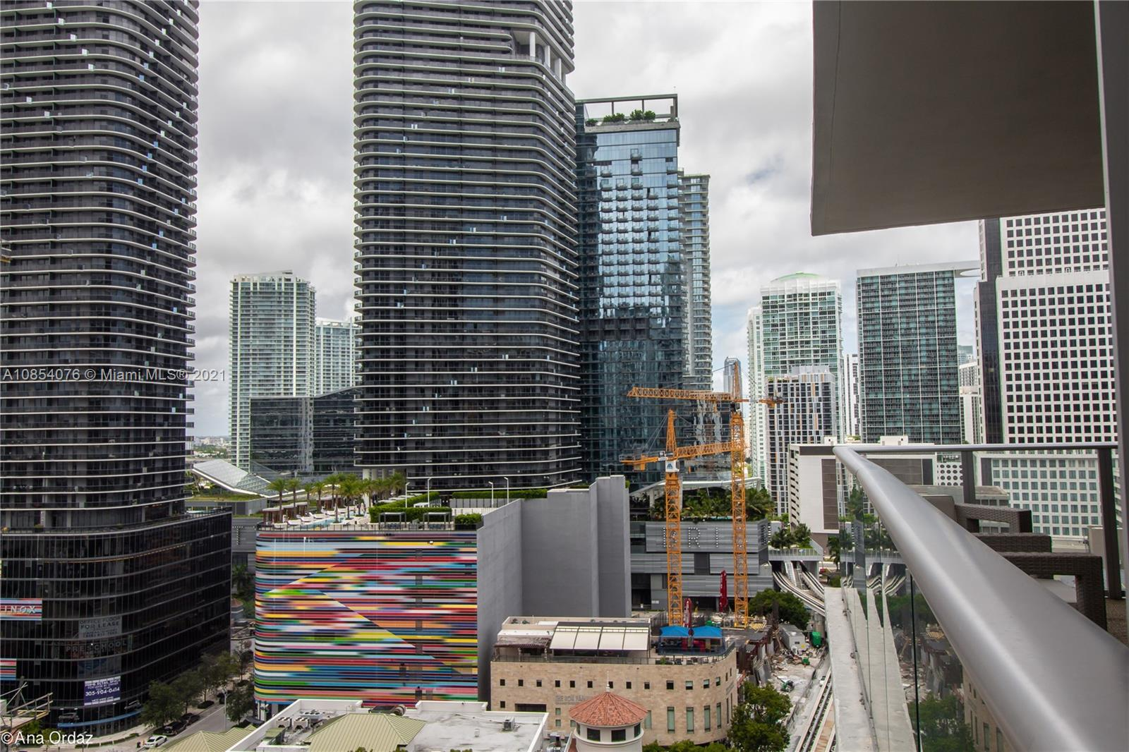 INVESTMENT ONLY*FACETIME *RENTED UNTIL 2/22 MAGNIFICENT  STUDIO IN THE HEART OF BRICKELL FEATURING 1 BED 1 BATH WITH SENSATIONAL VIEWS! CONDO OFFERS STATE OF THE ART  AMENITIES SUCH AS FITNESS CENTER, SPA, POOL, EXCLUSIVE LOCATION IN DOWNTOWN BRICKELL, WORK, DINE SHOP, AND PLAY YES!! READY FOR PREVIEW AND OR VIRTUAL TOUR ... BEST PRICE IN THE BUILDING. 1 TO 2 WEEKS FAST APPROVAL VALET PARKING ONLY  BEST AMENITIES IN TOWN BIKE/JOG PATH, BILLARD ROOM, PICNIC AREA, BUSINESS CENTER, CLUBHOUSE, EXERCISE ROOM, HANDBALL/BASKETBALL COURT, HEATED POOL, JACUZZI, SAUNA, MASSAGE TABLE, CHILDREN ROOM AND MUCH MORE! $500 Nonrefundable deposit for moving in out