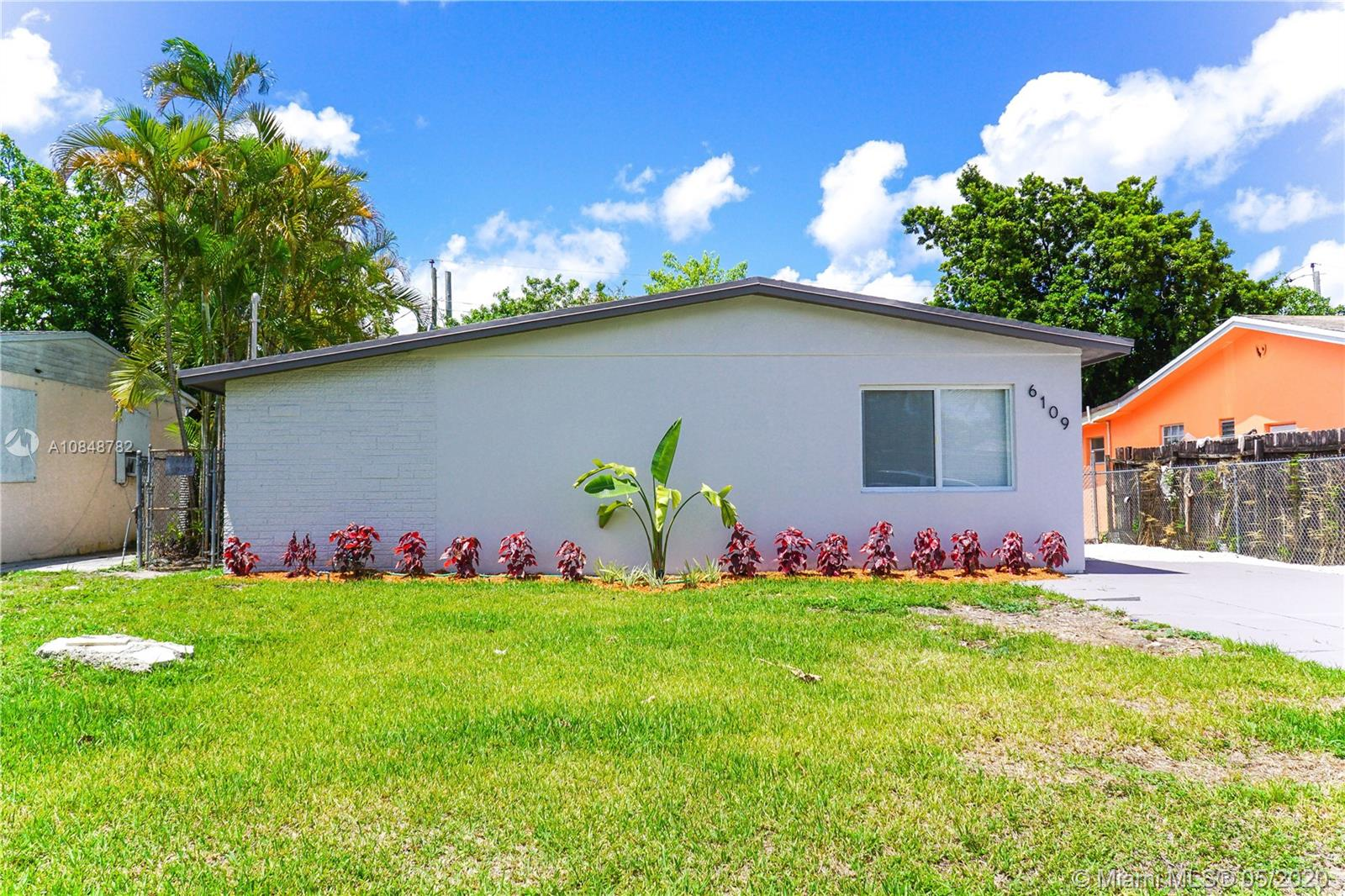 6109 SW 22nd Ct  For Sale A10848782, FL