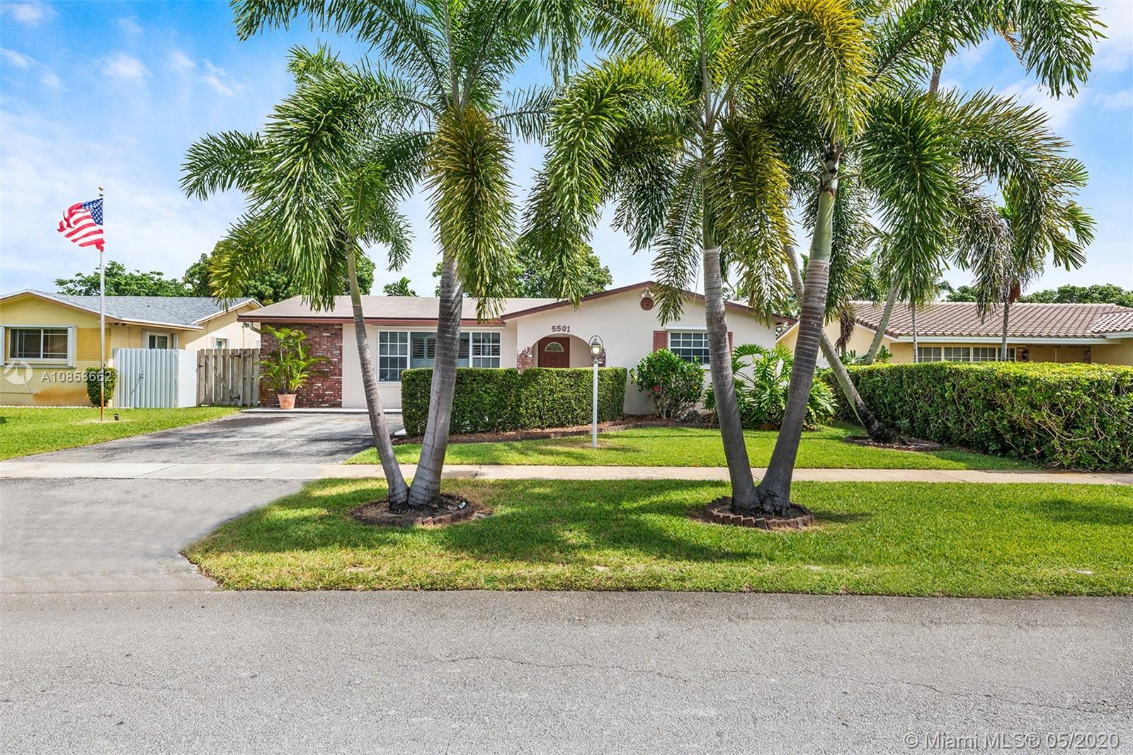 5501  Hayes St  For Sale A10858662, FL