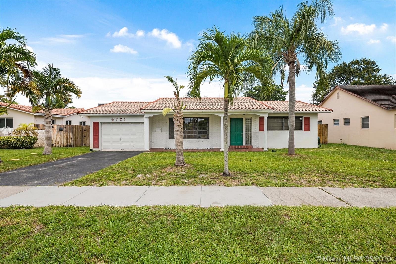 4721  Lincoln St  For Sale A10858716, FL