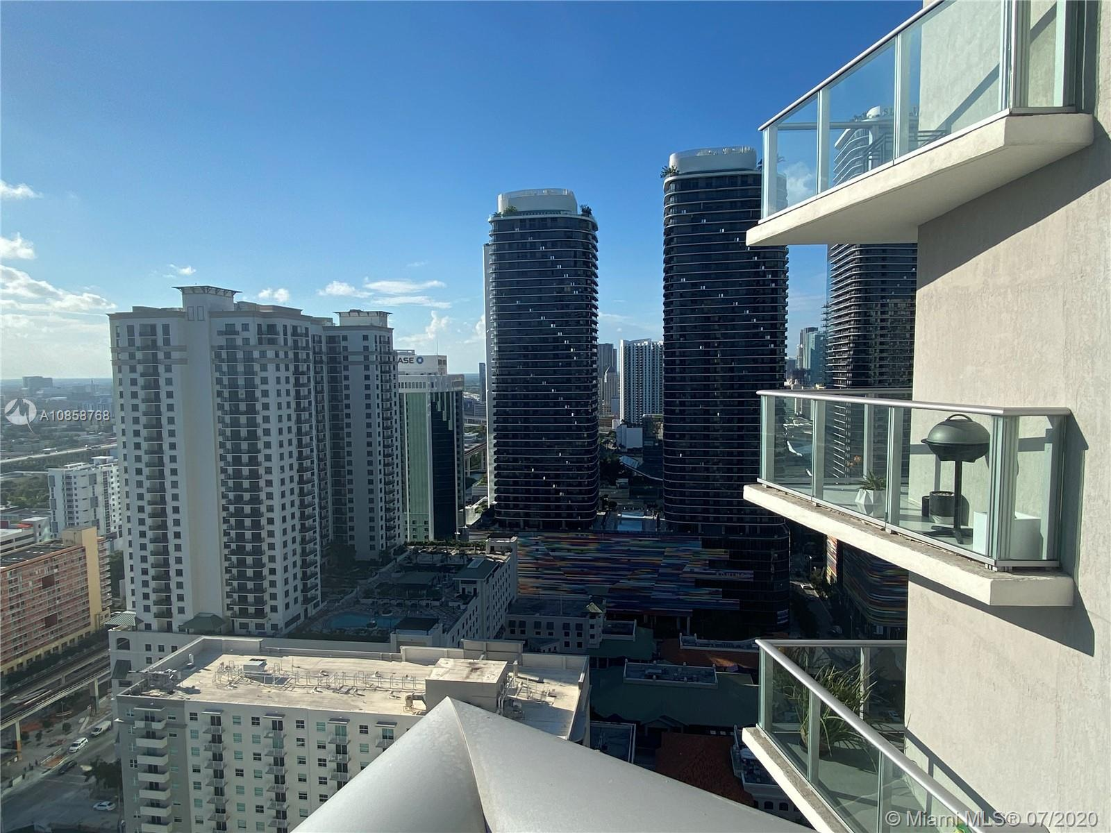 Great Unit in brand new building, enjoy the wonderful Brickell area, walking distance to all the entertainment. Amazing large balcony!! Amenities include a roof top pool, fitness center, movie theater, kids playroom.