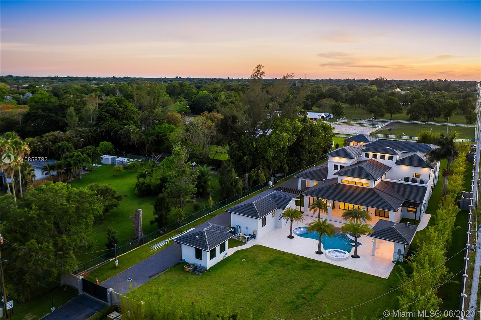 4601 SW 126th Ave  For Sale A10858792, FL