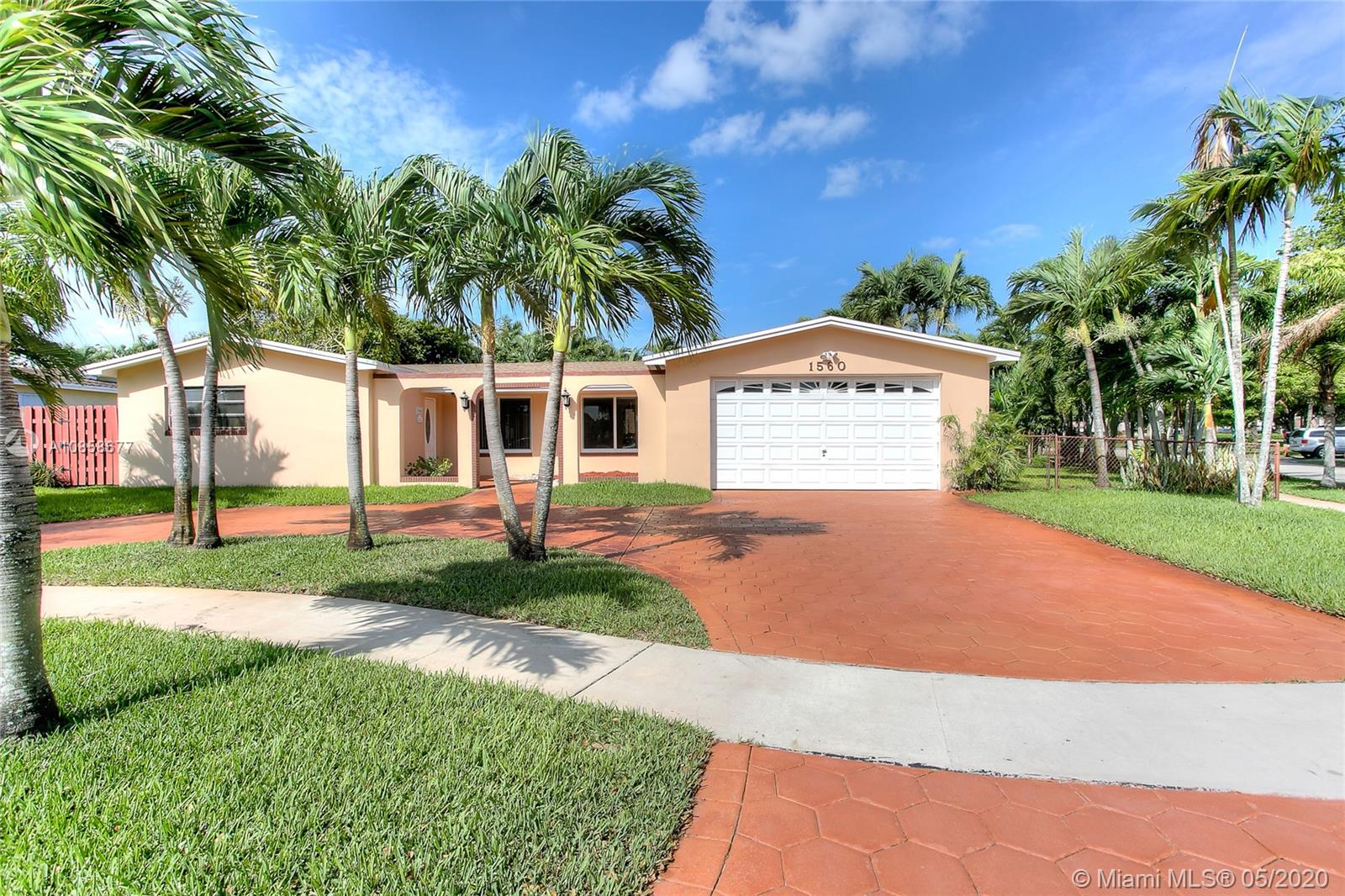 THIS SPACIOUS 3 BEDROOMS, 2 BATHROOMS SINGLE FAMILY HOME IS LOCATED IN THE DESIRABLE PEMBROKE LAKES COMMUNITY AND ONLY MINUTES AWAY FROM SHOPPING CENTERS, MALLS AND HIGHWAYS. THIS WELL KEPT HOME SITS ON A HUGE CORNER LOT, HAS A NEW ROOF, STAMPED CONCRETE CIRCULAR DRIVEWAY AND 2 CAR GARAGE. THE INTERIOR FEATURES INCLUDE A  LARGE LIVING ROOM, FORMAL DINING ROOM, LARGE MASTER BEDROOM AND BATHROOM WITH ACCESS TO THE BACKYARD/POOL AREA, SPACIOUS KITCHEN, NEWER STAINLESS STEEL APPLIANCES AND FAMILY ROOM. THE LIVING AND FAMILY ROOM HAVE SLIDING GLASS DOORS THAT LEAD TO THE POOL AREA AND CONNECTS THE INDOOR AND OUTDOORS MAKING IT A HUGE PERFECT SPACE FOR ENTERTAINING .