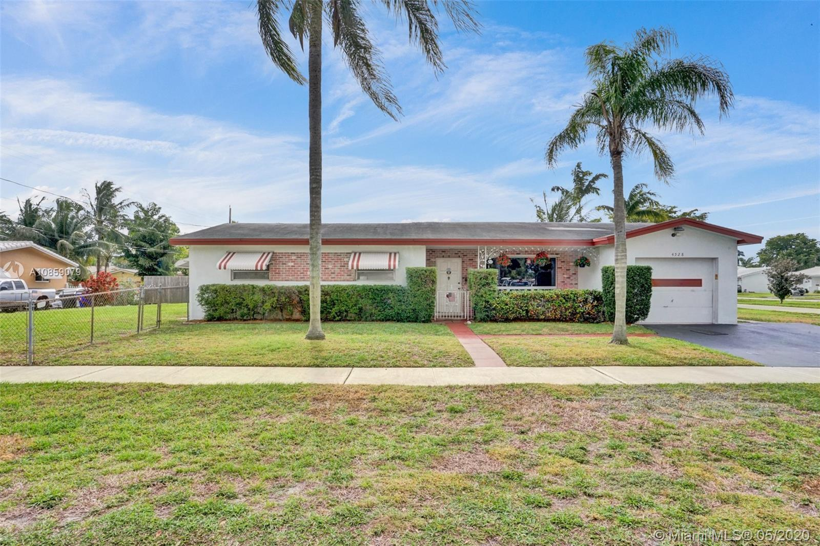 4528  Lincoln St  For Sale A10859079, FL