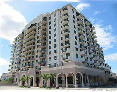 Gorgeous, one bedroom, one and a half baths unit in the heart of Coral Gables. Unit features GE stainless steel appliances, granite counter tops and Italian cabinets, Berber carpet in Bedroom and porcelain tile throughout kitchen and living areas. Washer and dryer inside unit. Nice view north of airport