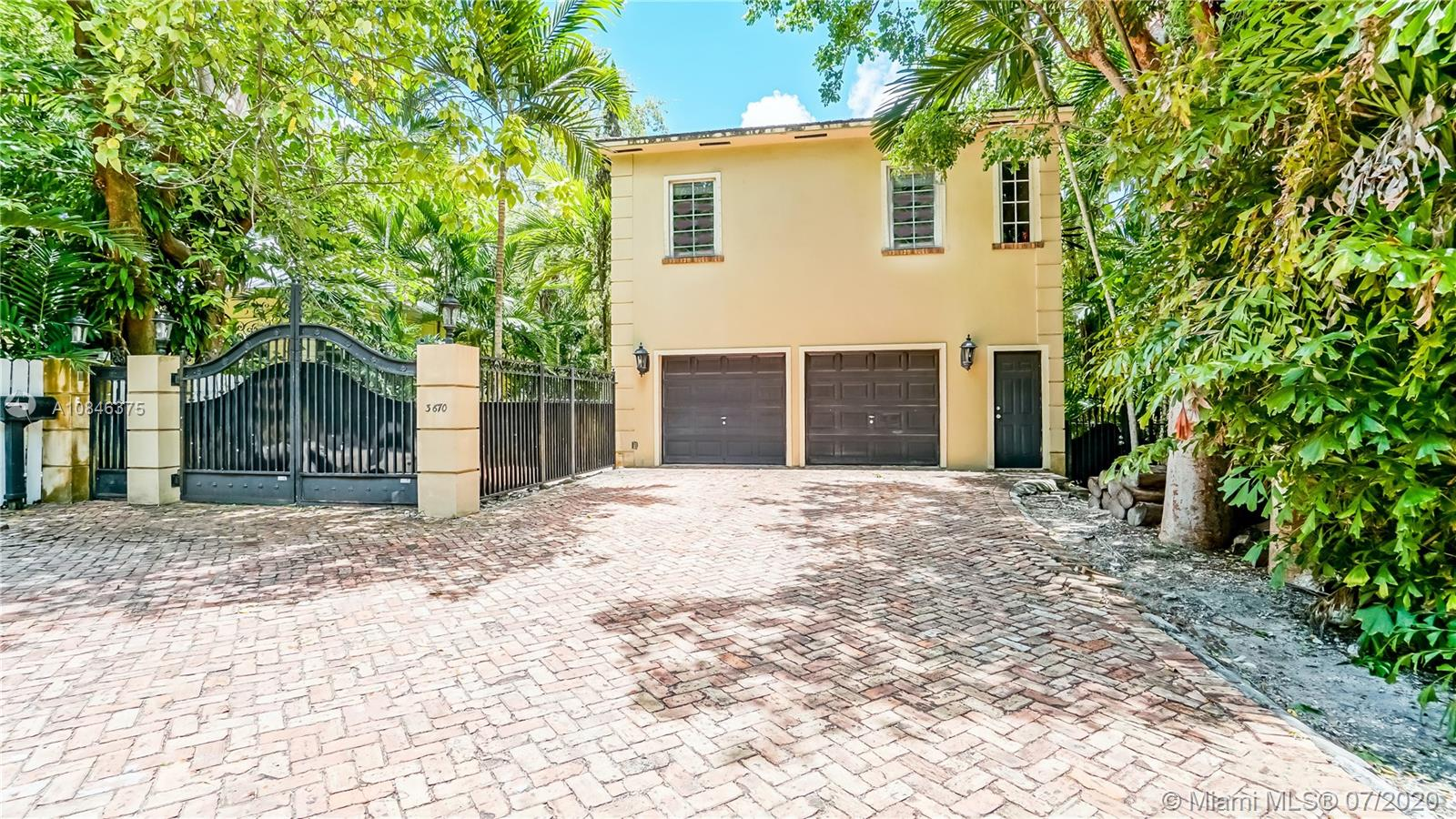 3670 SW 37th Ave  For Sale A10846375, FL