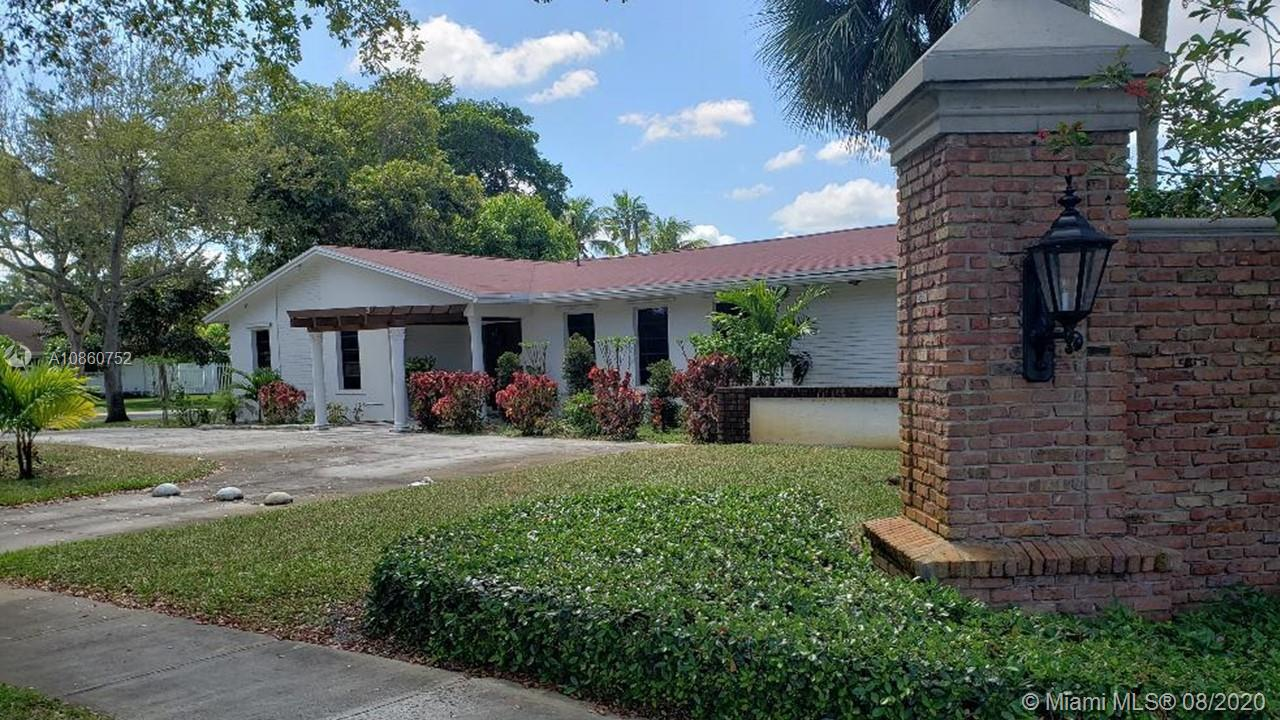 MOTIVATED SELLER!!! BEAUTIFUL AND SPACIOUS 4/3 HOME WITH POOL IN PLANTATION. TOP OF THE LINE APPLIANCES INCLUDE RANGE, REFRIGERATOR HEAVY DUTY WASHER AND DRYER- SPLIT BEDROOM DESIGN- WITH 2 MASTER BEDROOMS. CIRCULAR DRIVEWAY WITH LOTS OF PARKING SPACE. HUGE YARD FOR THE KIDS TO PLAY AND A SPACIOUS POOL PATIO! THIS HOME IS CENTRALLY LOCATED IN PLANTATION AND IS CLOSE TO BROWARD MALL EASY TO SHOW.