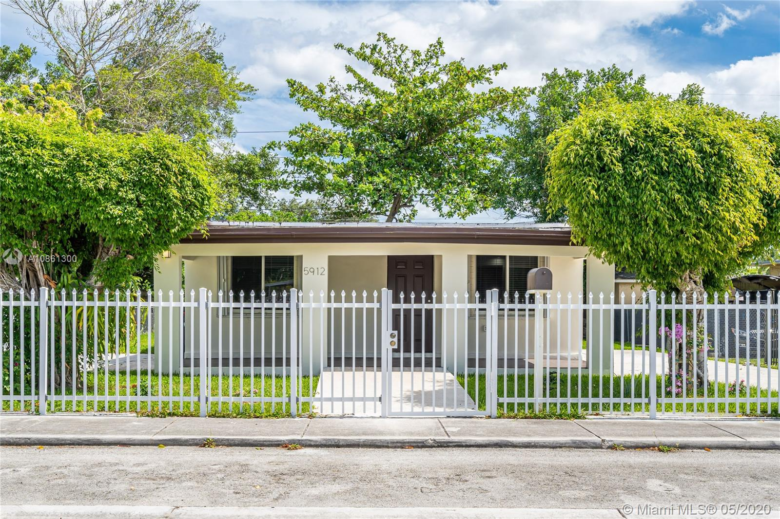 MUST SEE! Nice modern home sitting on a large lot. Solid construction with a brand-new flat roof. Within the highly sought after neighborhood of South Miami. This home would be a great home for a couple with kids or UM students. Features 3 beds, 2 baths, living/dining area combo, renovated kitchen with new cabinets and granite countertops, new Samsung stainless steel appliances, renovated baths, oversized master-room, and a large yard for multiple cars, a boat/ RV. Modern tiles throughout, new light fixtures, freshly painter (interior and exterior), and new washer and dryer. Its location is amazing! Just 2 blocks from the University of Miami, 7 mins from South Miami Hospital, excellent school district, walking distance to the Metro Rail, shopping centers, dining & public transportation.