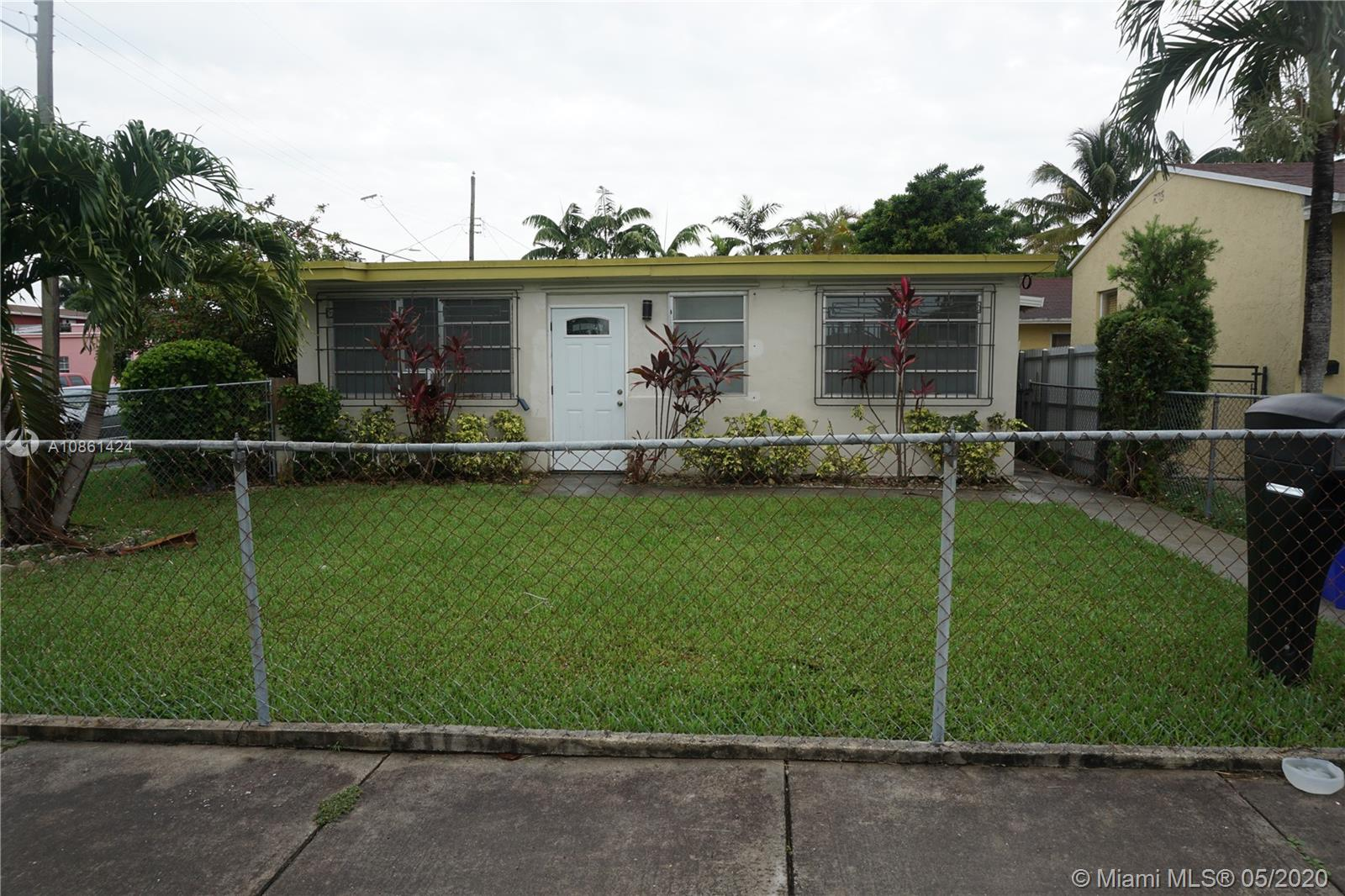 2700 SW 33 ct #B For Sale A10861424, FL