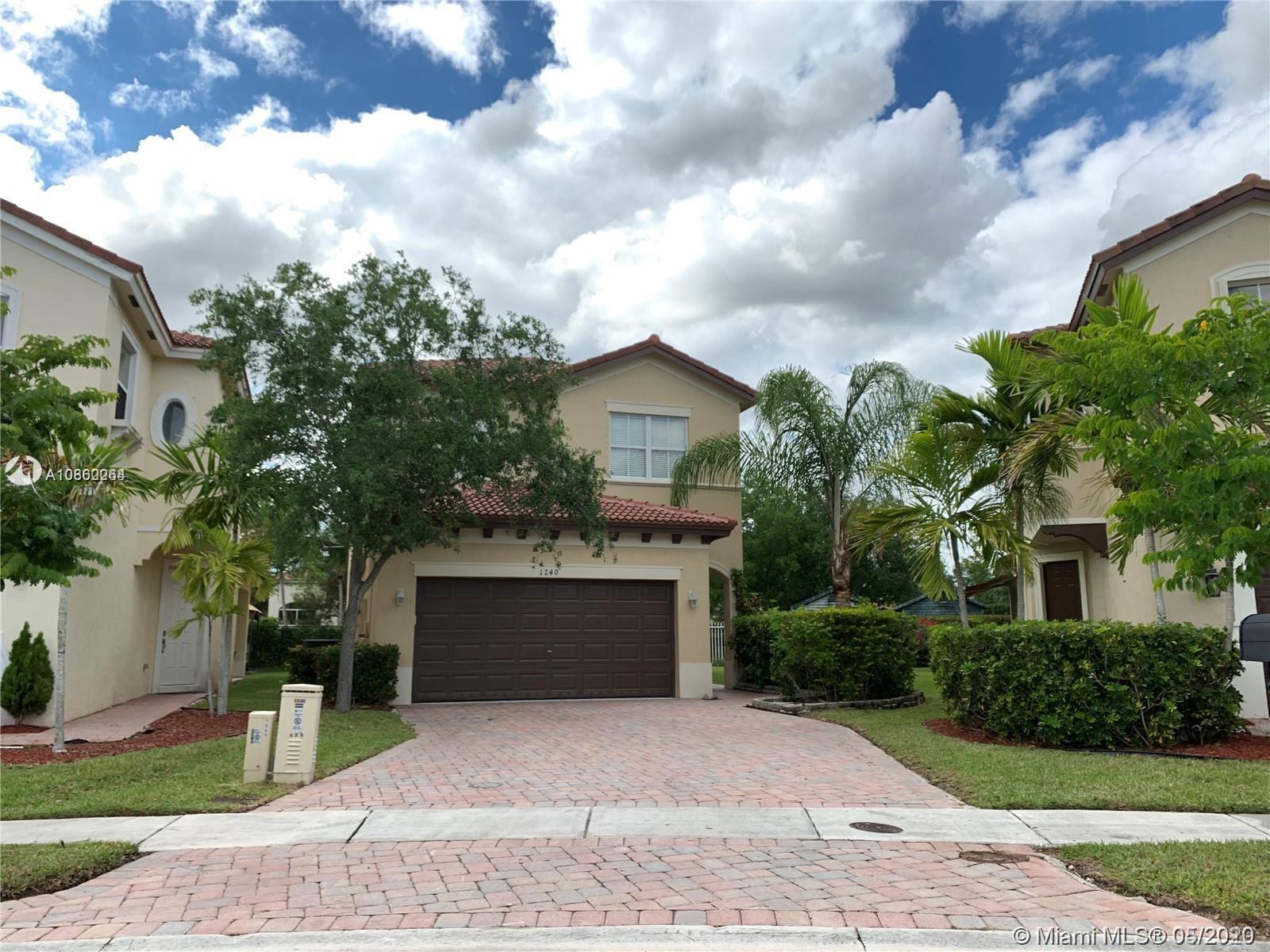 1240 NE 39th Ave  For Sale A10862264, FL