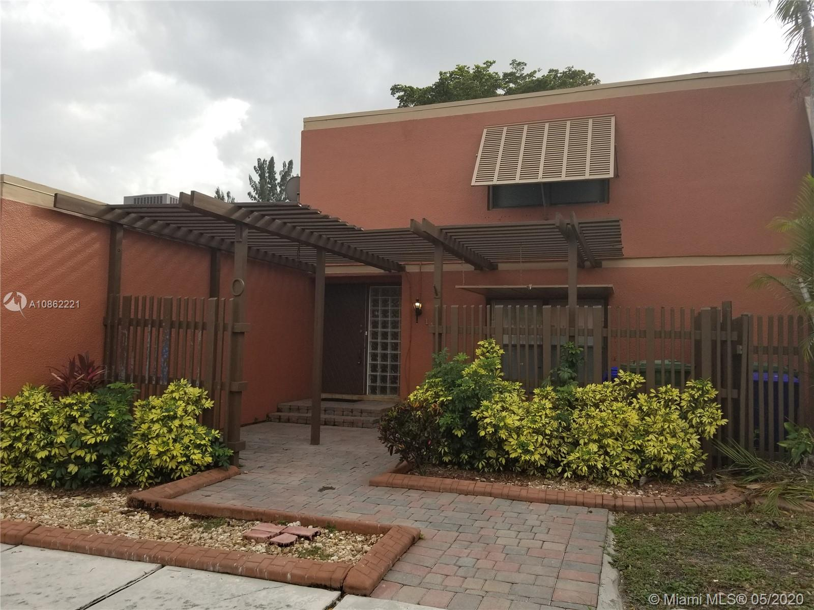 COME SEE THIS PLEASANT 3 BEDROOMS, 2 BATH HOMES LOCATED IN THE HEART OF PEMBROKE PINES. EXCELLENT INVESTMENT OPPORTUNITY. THIS PROPERTY HAS PLENTY OF POTENTIAL. PRICE TO SELL. SCHEDULE YOUR PRIVATE OR VIRTUAL TOUR BEFORE IS GONE.