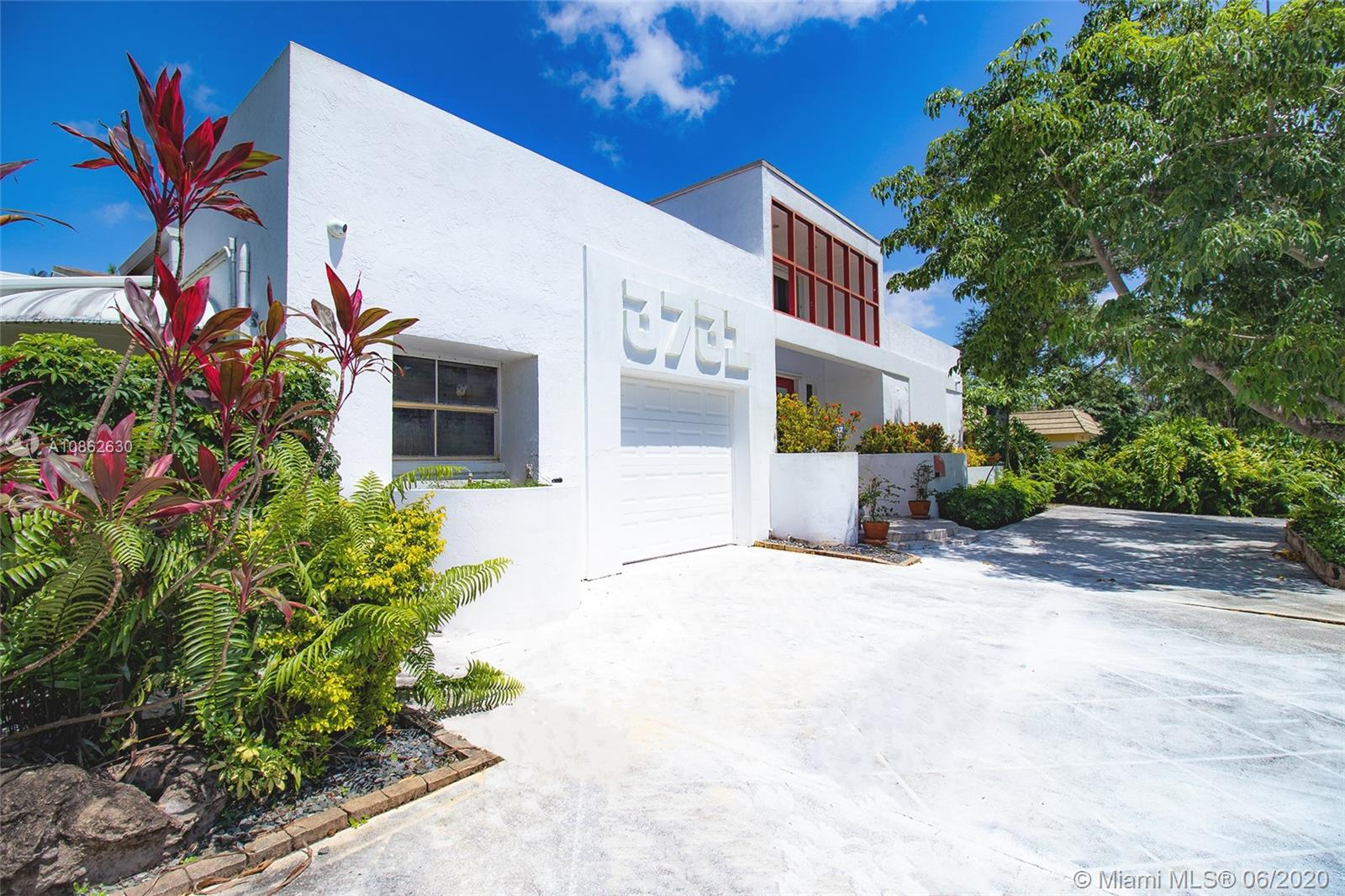3731 N 55th Ave  For Sale A10862630, FL