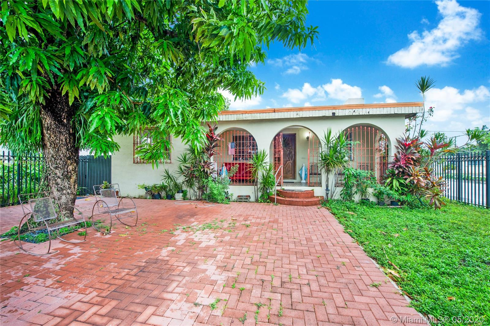 1698 SW 15th St  For Sale A10860720, FL