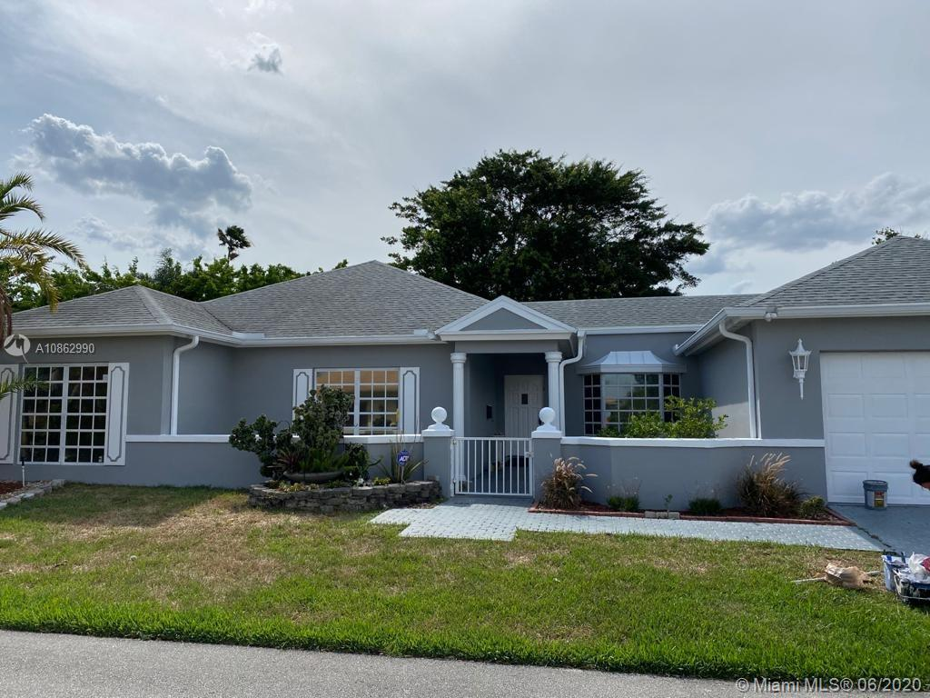Lowest priced property in the beautiful and desirable golfing Woodlands community. Freshly painted inside and out, 2 with convertible 3rd bedroom, community pool is one property over. Low HOA. Open golfing fields and very clean and safe walking/jogging trails. Spacious screened in lanai.
