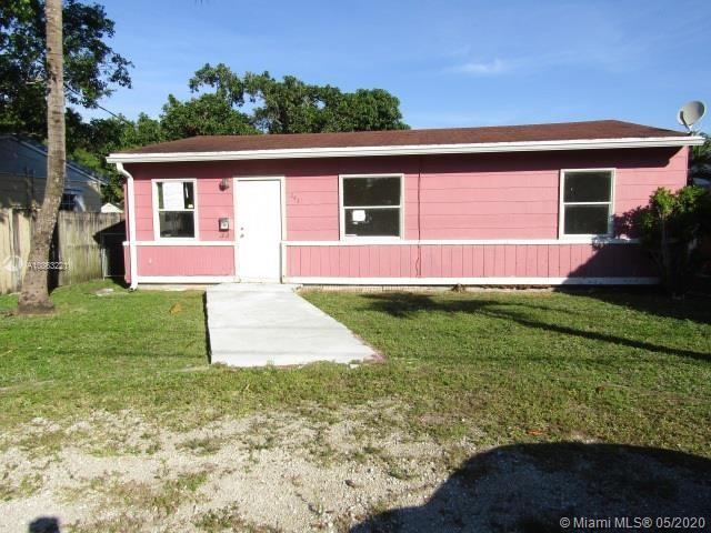 2431  Grant St  For Sale A10863221, FL