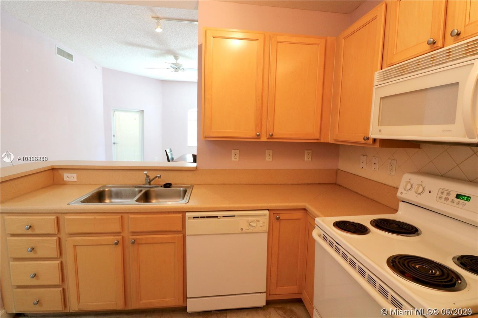 6001 SW 70th St #117 For Sale A10863436, FL